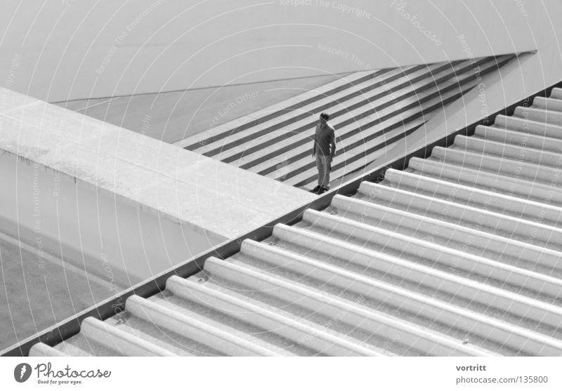 best of serie graphisch Beton Raster Standort Mann fest stehen Dreieck verloren Einsamkeit klein groß schwarz weiß Composing Wasserrinne Wellblech durchsichtig