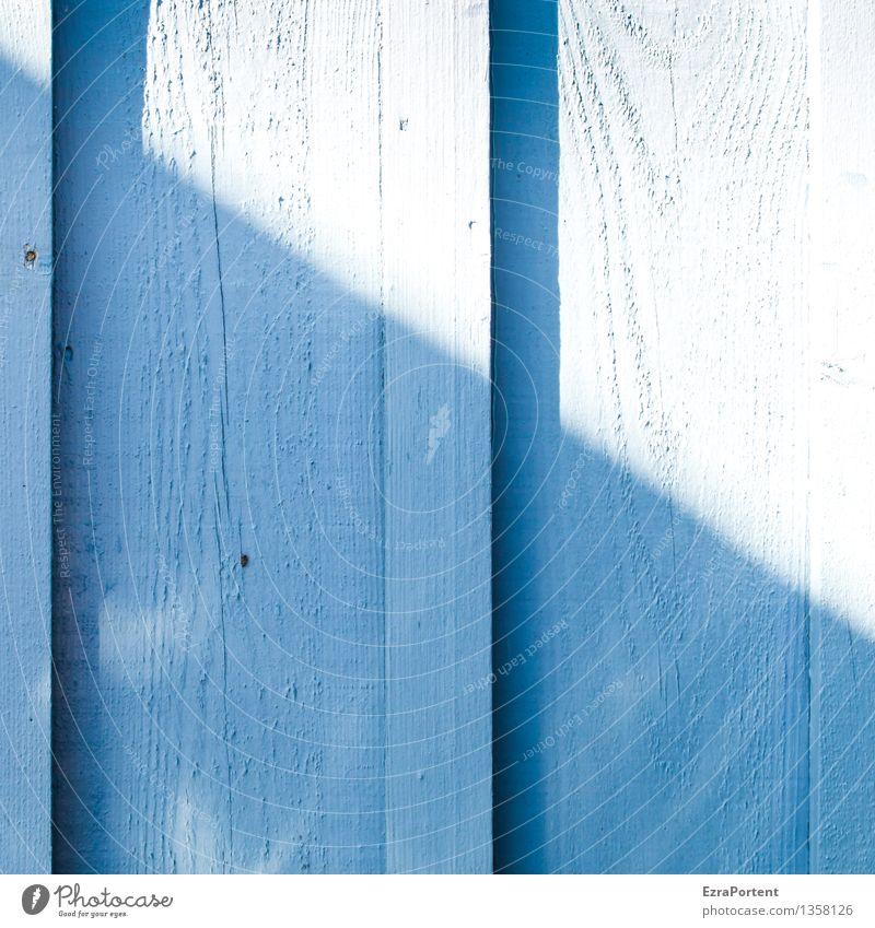 Licht&Schatten Sonnenlicht Mauer Wand Fassade Holz Linie Streifen leuchten hell blau Farbe geteilt Teilung Schattenseite Schattendasein Hoffnung Holzleiste