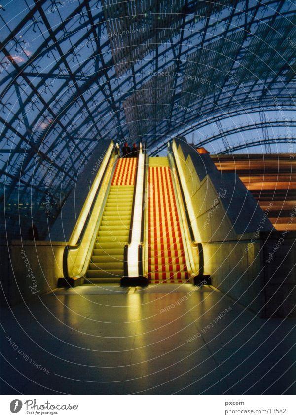 LE.MESSE.10 Rolltreppe Licht Leipzig Architektur Messe Beleuchtung Glasfassade Glasdach modern