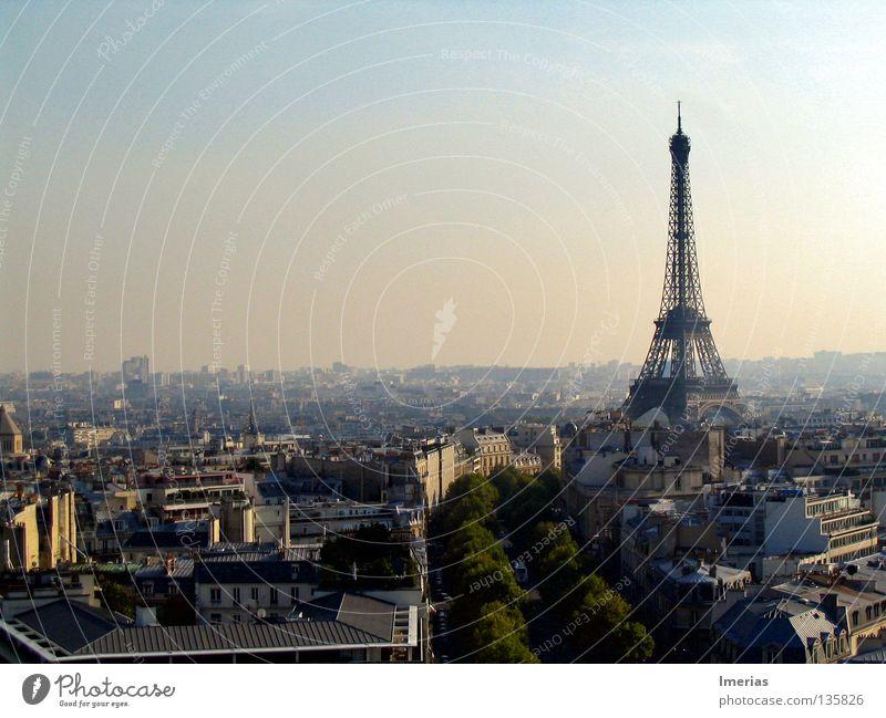 La tour Eiffel Stadt Sonne Ferne Architektur Gebäude träumen Telekommunikation Paris Skyline historisch Schönes Wetter Denkmal Reichtum Wahrzeichen Fernsehturm