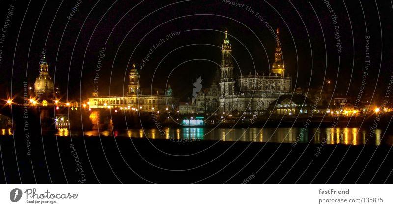Lichter in der Stadt Wasser Beleuchtung Küste Architektur groß Fluss Nacht Turm Dresden historisch Stadtzentrum Straßenbeleuchtung Elbe Promenade Sachsen Barock