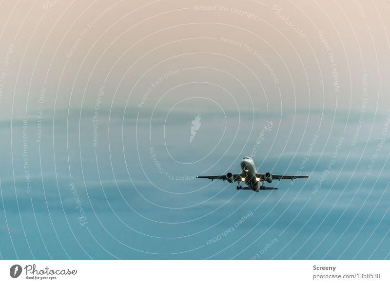 Flug | 555 Ferien & Urlaub & Reisen Tourismus Ferne Technik & Technologie Luftverkehr Flugzeug Flugzeugstart Passagierflugzeug Himmel Wolken hoch Fernweh