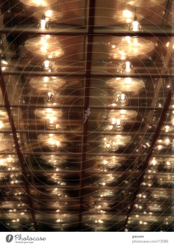 LE.MESSE.07 Lampe Architektur