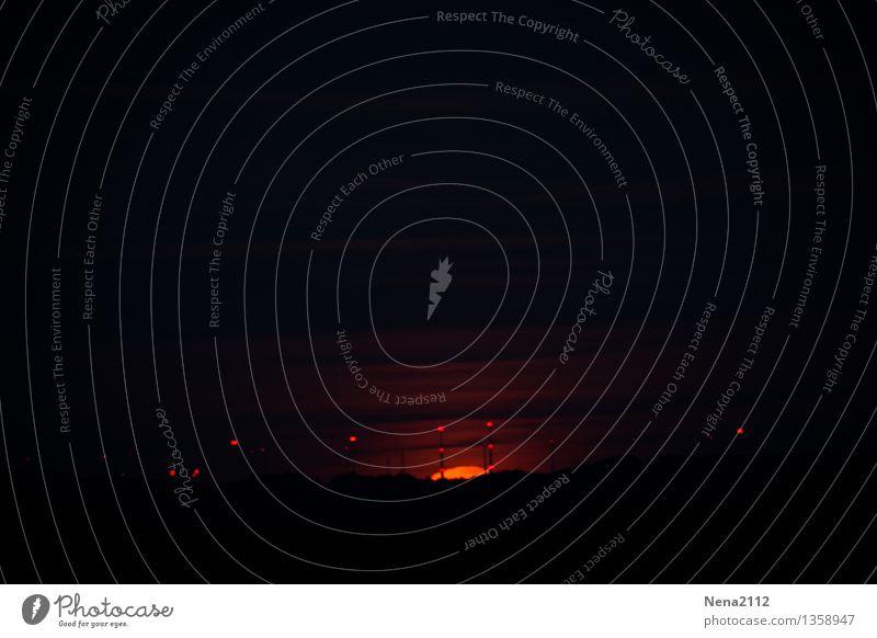 Mondaufgang I Farbfoto Außenaufnahme Menschenleer Licht Kontrast Nacht Panorama (Aussicht) Umwelt Natur Landschaft Luft Himmel Wolken Nachthimmel Horizont