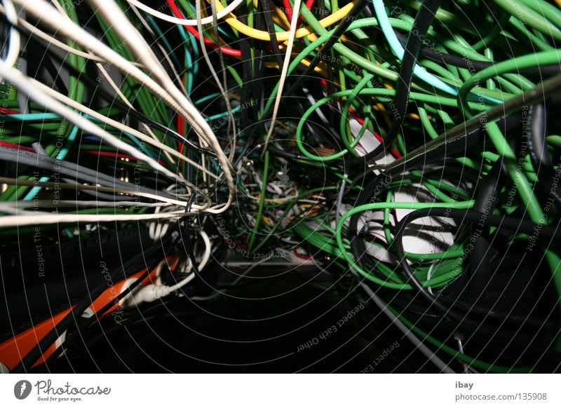 spaghetti kabelonara Netzwerk Technik & Technologie Kabel Medien Radio Informationstechnologie chaotisch durcheinander Leitung Knoten Salat Daten Elektronik