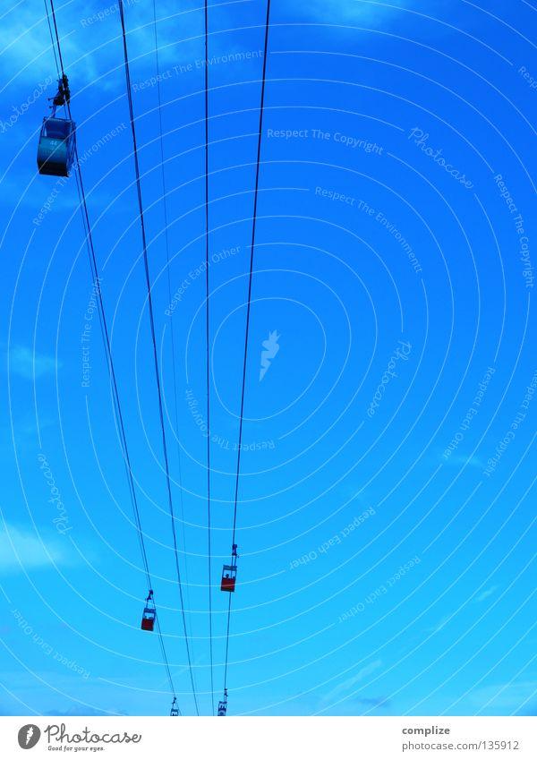 blau Himmel Sommer Winter Berge u. Gebirge oben Bewegung hoch Seil Luftverkehr Eisenbahn fahren stark Dienstleistungsgewerbe Stahl Tal