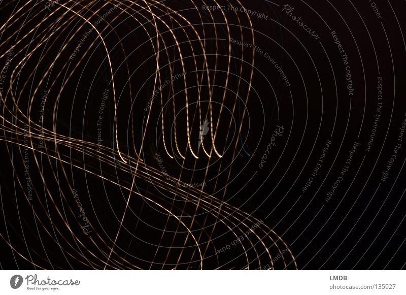 chaotisch Streifen Nacht Neonlicht Leuchtspur Langzeitbelichtung Abend dunkel schwarz Nachtaufnahme drehen Muster Hintergrundbild Seite Hälfte durcheinander