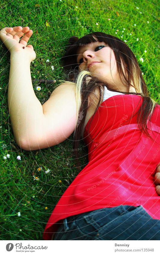 ladybird Jugendliche blau rot Sommer Freude Wiese Gras Haare & Frisuren Mund Nase liegen Hose Dame Marienkäfer Schiffsbug Wasserfahrzeug