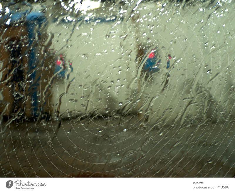 REGEN PKW Regen Verkehr Tankstelle