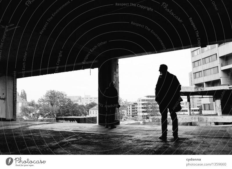 Ausblick Mensch Mann Stadt Einsamkeit dunkel Erwachsene Leben Architektur Lifestyle Hochhaus Aussicht Zukunft bedrohlich Vergänglichkeit planen Abenteuer