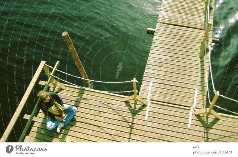 schwankend Frau Wasser Sommer kalt Erholung Holz See Wärme glänzend nass Seil sitzen geschlossen Aussicht Steg Holzbrett