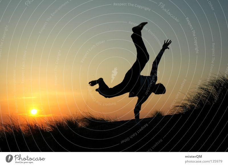 Jetzt oder Nie. Zukunft Karriere springen frei Freiheit Sonne Sonnenuntergang Fahrrad Rad schlagen Gras Silhouette Horizont modern Risiko gefährlich rot Abend