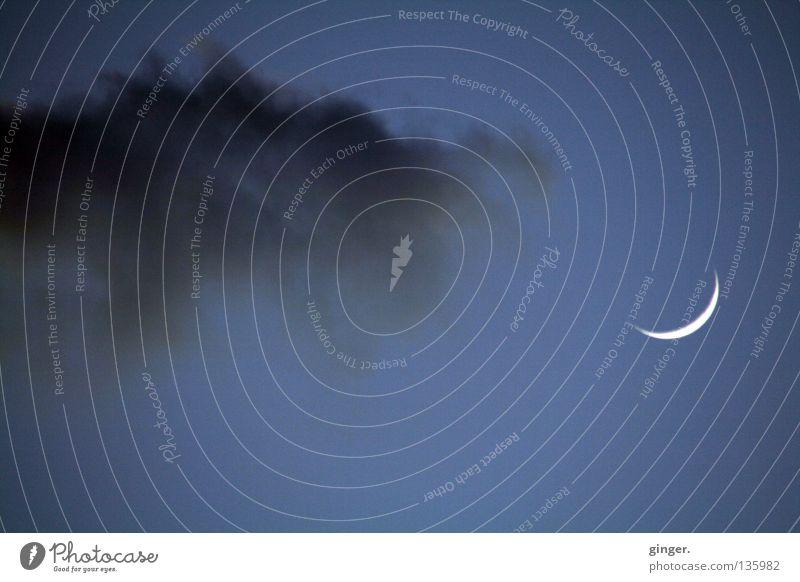 Annäherungsversuche einer Wolke Himmel blau weiß Wolken schwarz grau Mond Sichelmond