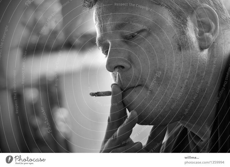 rauchender mann, sw-porträt - in zugzwang maskulin Mann Erwachsene Zigarette Zigarettenstummel Rauchen Gesicht Finger Nikotin schädlich genießen Sucht