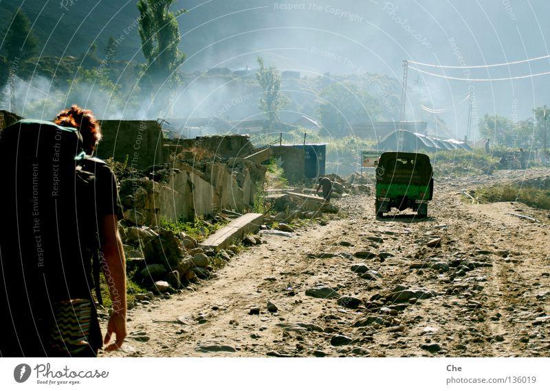 Unterwegs im Nirgendwo II Pakistan Bergsteigen Ferien & Urlaub & Reisen wandern Geländewagen Nebel Stimmung geheimnisvoll Morgen Gegenlicht Rucksack anstrengen
