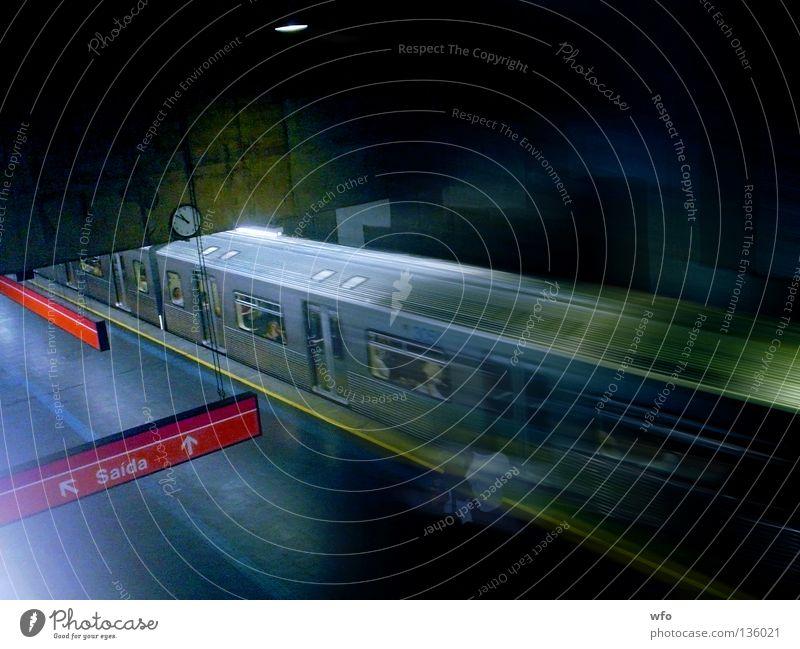 Marechal Deodoro Subway station Mensch U-Bahn Brasilien São Paulo Verkehr Geschwindigkeit unterirdisch transportation trem public red line