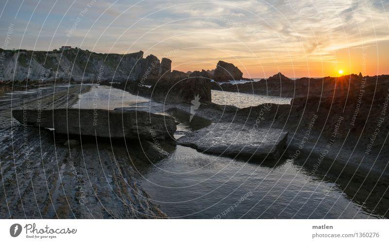 Plattenbau Natur Landschaft Wasser Himmel Wolken Horizont Sonnenaufgang Sonnenuntergang Wetter Schönes Wetter Felsen Küste Bucht Fjord Meer blau braun gold grau