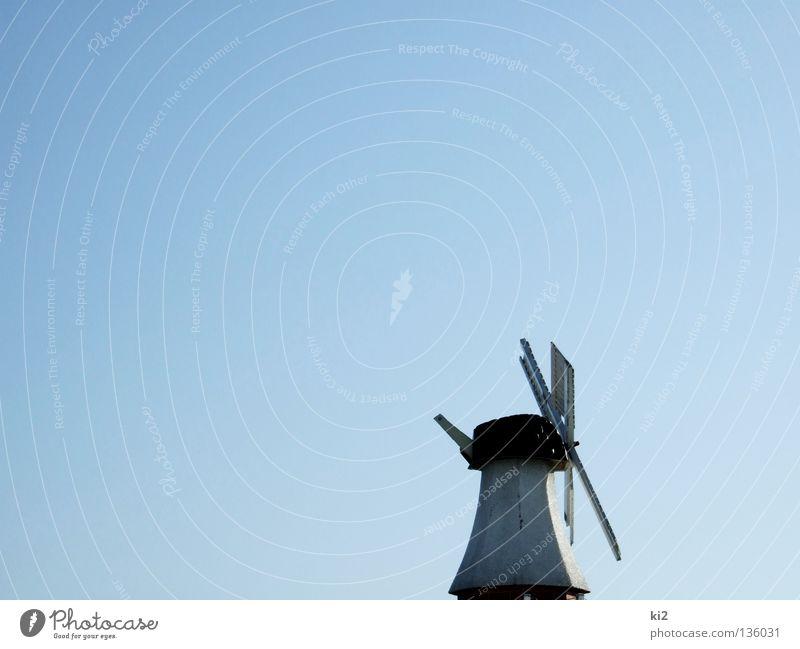 windmühle Himmel blau Luft Wind Industrie Energiewirtschaft neu Flügel historisch Mühle Windmühle