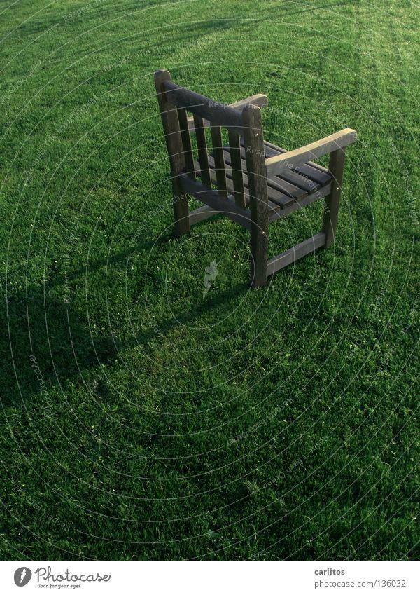 Stuhlprobe alt Einsamkeit Denken Trauer Vergänglichkeit Ruhestand Verzweiflung Sessel vergessen Erbe Philosophie Trauerfeier Testament