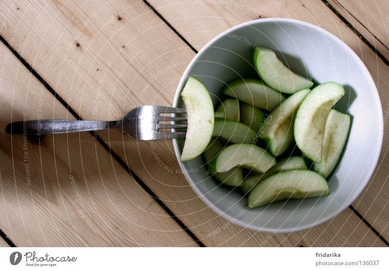 apfel stückchen I weiß grün Leben Ernährung Essen Gesundheit Frucht frisch Wellness Apfel Teile u. Stücke diagonal Bioprodukte harmonisch Diät saftig