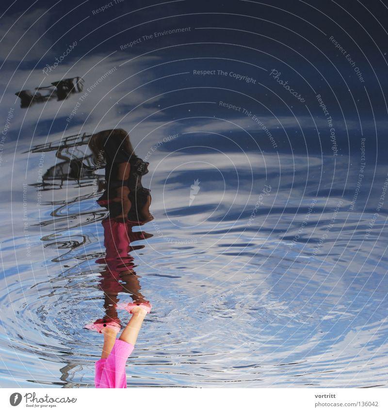 das über ich Mensch Frau Wasser blau Ferien & Urlaub & Reisen Mädchen dunkel Wellen gehen rosa fliegen stehen Kreis Spaziergang Dinge Reflexion & Spiegelung