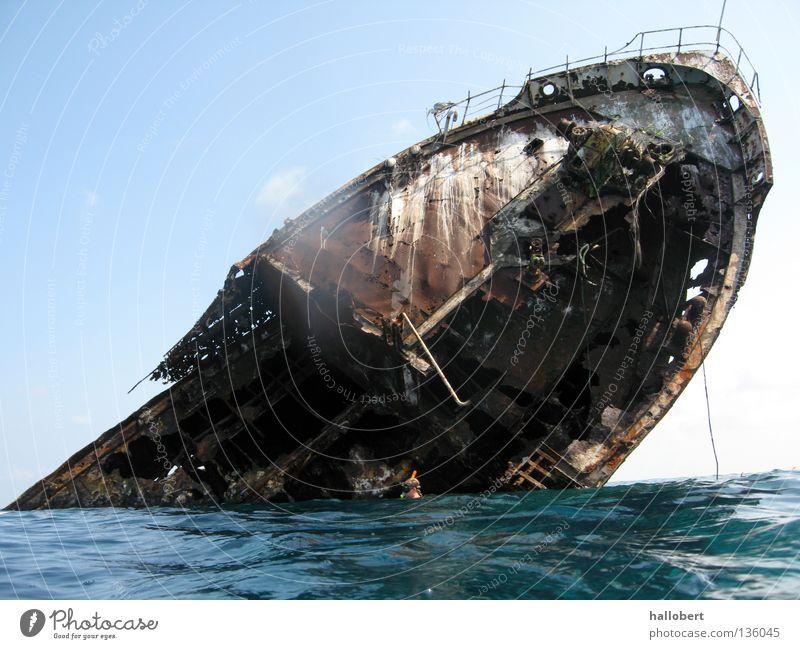 Malediven Wrack Wasserfahrzeug untergehen Meer Schiffsunglück Schiffswrack Überboard