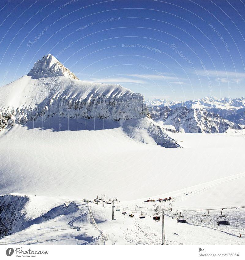 wieder mal das Oldenhorn... Himmel blau weiß Schnee Berge u. Gebirge Eisenbahn Spitze Seite Gletscher Saanenland Skigebiet Skipiste Bergkamm Sesselbahn