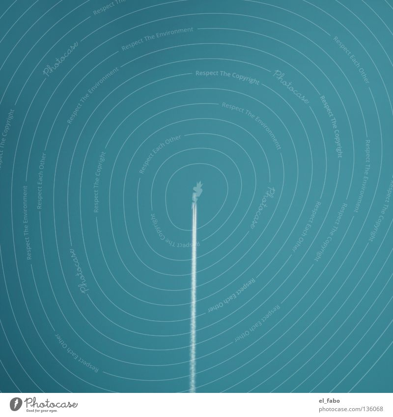 überflieger | senkrechtstarter Himmel blau Flugzeug Geschwindigkeit Luftverkehr Rauch Mitte türkis vertikal zentral parallel Düsenflugzeug geradeaus