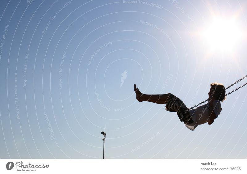 Schaukeln die erste Himmel Sonne blau Strand Junge Spielen Fuß Sand Turm Flügel Pfosten Swing