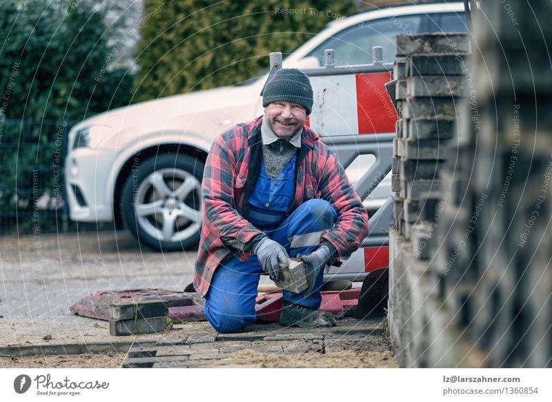 Mann Winter Gesicht Erwachsene Straße Schnee Glück Arbeit & Erwerbstätigkeit Wetter Lächeln Freundlichkeit Jahreszeiten Hut Backstein reif Straßenbelag