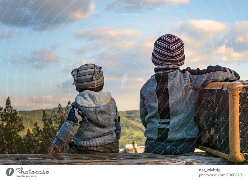 Fernweh #3 Mensch Natur Ferien & Urlaub & Reisen Sommer Baum Wolken Ferne Berge u. Gebirge Herbst Junge Familie & Verwandtschaft träumen Kindheit sitzen warten Ausflug