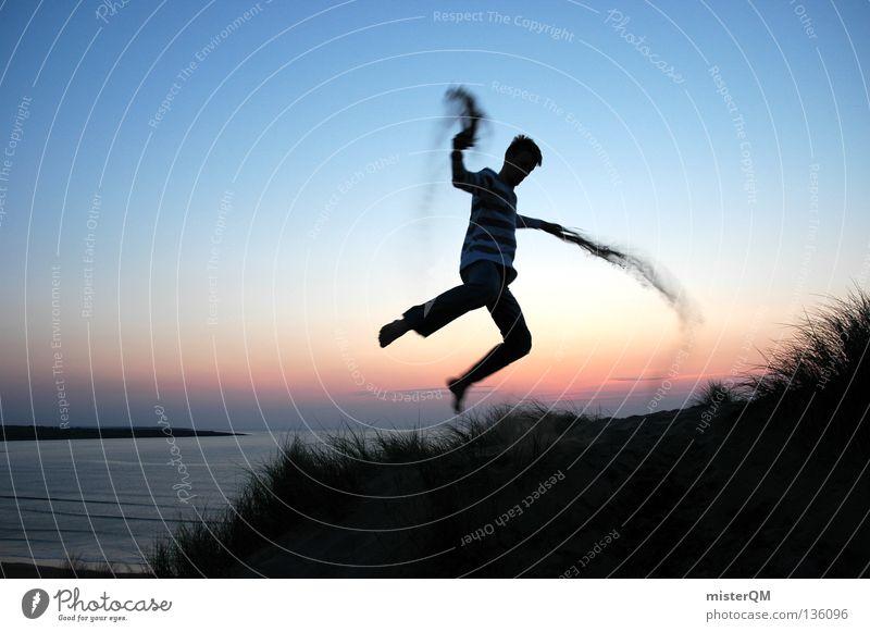 The Sandman. Jugendliche Hand rot Sonne Ferien & Urlaub & Reisen Sommer Meer Strand Freude Erholung Freiheit Gras Sand Glück springen Küste