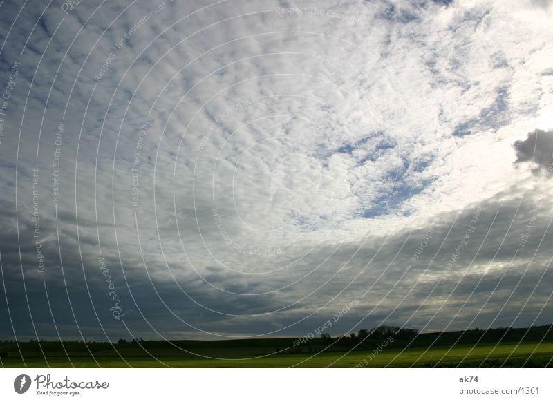 Weite Wolken Weitwinkel Gegenlicht Himmel blau