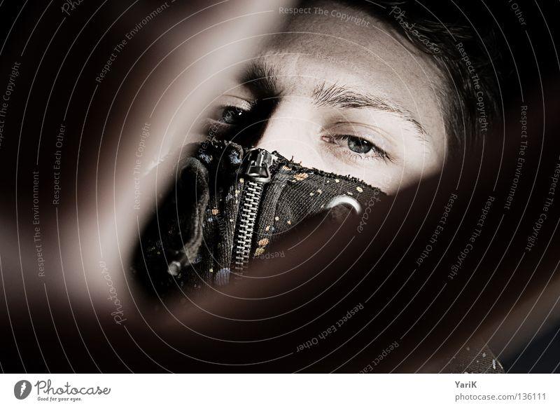 take cover, too Mann Hand Gesicht Auge schwarz dunkel oben Haare & Frisuren hell Angst Vogel Beleuchtung Finger Perspektive gefährlich Ecke