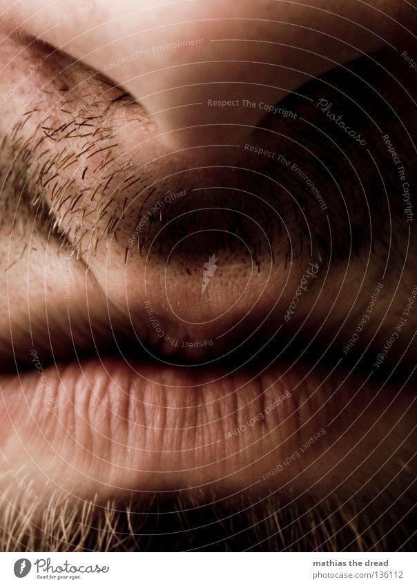 STINKIG Lippen Unterlippe Oberlippe Furche rosa rot weich Küssen sabbern Bart lang unrasiert Rasieren Mann maskulin authentisch kratzen kratzig unbequem