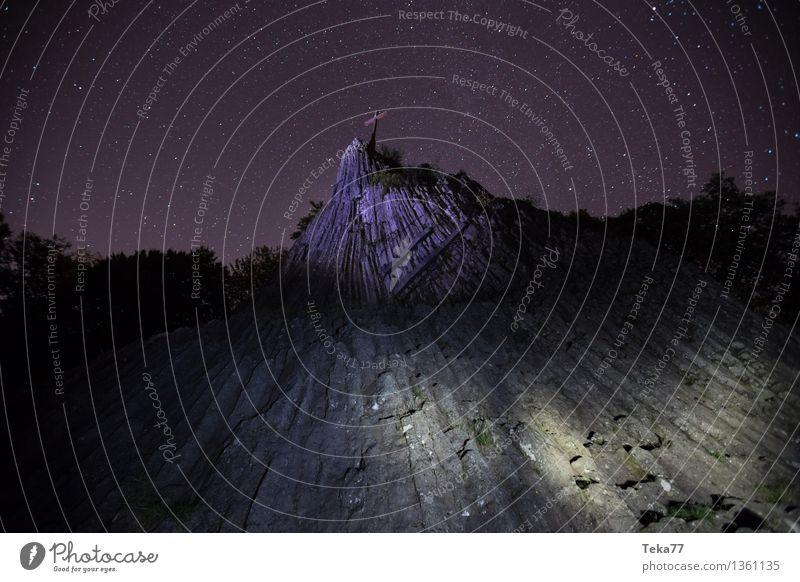 Steinhügel Nachts Natur Landschaft Wald Berge u. Gebirge Umwelt Felsen Kirche ästhetisch Stern Gipfel Hügel Nachthimmel