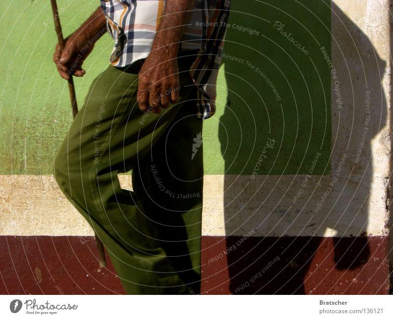 Kuba • Trinidad Kubaner Tourist Tourismus einheimisch Zufriedenheit Cubano Lonely Planet Ferien & Urlaub & Reisen local rural touristisch Farbe karibisch