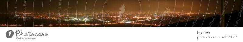 Taiwans Lichter (1) Stadt rot dunkel Frühling groß Industriefotografie Fabrik Asien Gelassenheit Aktien Panorama (Bildformat) überblicken
