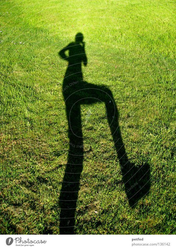Let's dance Mensch Natur grün Sonne Freude schwarz Leben Wiese oben Gras Beine lustig Arme unten lang obskur