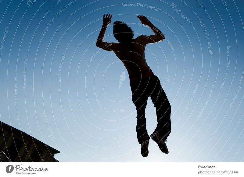 backlight Himmel Jugendliche Freude Erholung Spielen Bewegung springen Zufriedenheit elegant frei Flugzeug ästhetisch verrückt Luftverkehr Aktion Coolness
