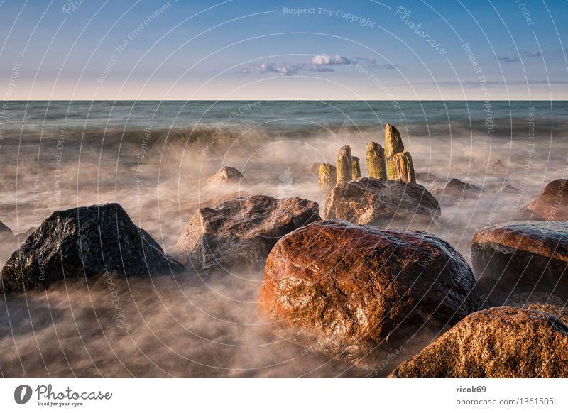 Ostseeküste Erholung Ferien & Urlaub & Reisen Sonne Strand Meer Natur Landschaft Wasser Wolken Felsen Küste Stein alt Romantik Idylle ruhig Tourismus Buhne
