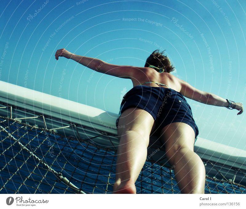 ich fliiiiiiiiiiiege Meer Hose Shorts ausgestreckt diagonal Bikini Katamaran Segeln Wasserfahrzeug Wind salzig Rampe Barfuß Ferien & Urlaub & Reisen Erholung