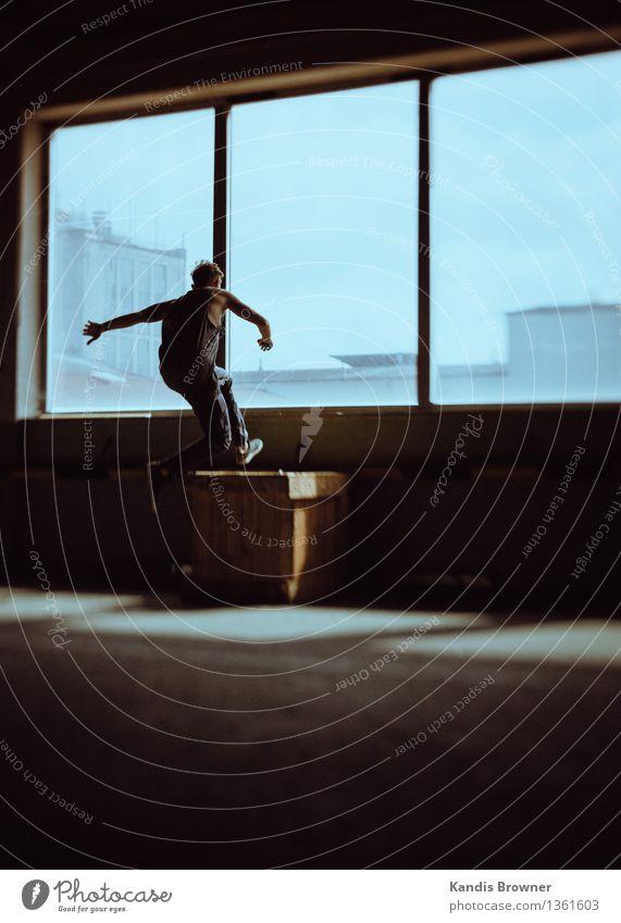 Entertain Us Lifestyle Freude Abenteuer maskulin Junger Mann Jugendliche 1 Mensch Kunst Haus Industrieanlage Fabrik Gebäude Mauer Wand Fenster Linie Bewegung