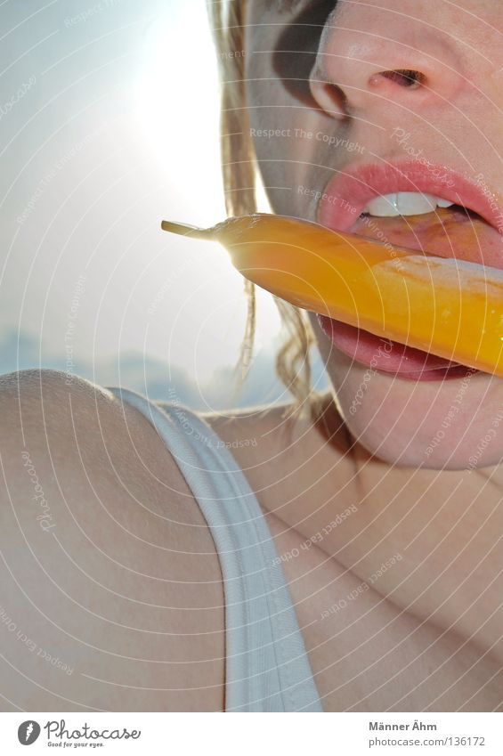Leck Dich fit! Farbe Erwachsene kalt Essen Lebensmittel Ernährung Speiseeis süß einzeln Lippen genießen gefroren Erfrischung Süßwaren lecker Bildausschnitt