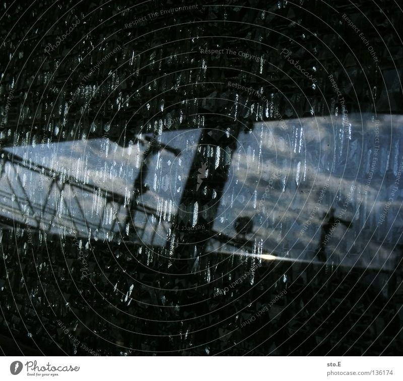 bohnhaf Himmel blau schwarz Wolken Eisenbahn Brücke Ordnung obskur Bahnhof Übergang schlechtes Wetter Überlauf