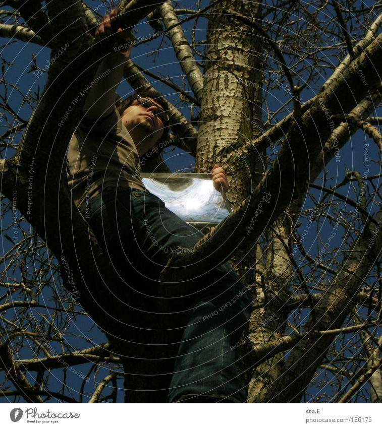 illusion pt.2 Mensch Himmel Mann Jugendliche Hand alt blau Baum Wolken Einsamkeit Arme Beton Ordnung maskulin Ecke Bodenbelag