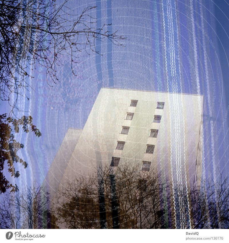 Des Wohnblocks neue Kleider Block Haus Gebäude Unterkunft Stadthaus Plattenbau Wohnung Fassade Fenster Lebensraum Baum Stoff Streifen gestreift Sofa Liege