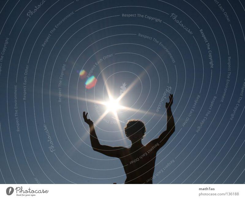 Sonnenanbeter Gegenlicht Silhouette Mann maskulin Sommer Sun Beleuchtung Muskulatur Schatten blau Stern (Symbol)