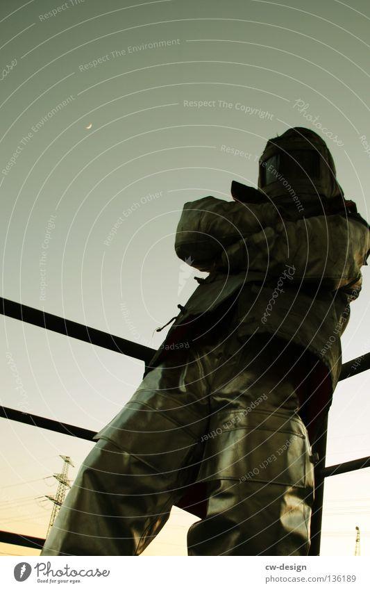 CHECKER Gegenlicht Schutzanzug Arbeitsbekleidung Anzug Stab hängen Erholung Physik Arbeitsanzug Arbeit & Erwerbstätigkeit Sonnenuntergang Wolken Strommast