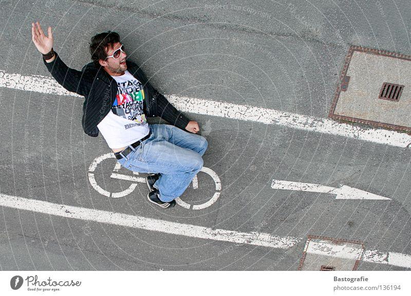 ja, wir san mim radl da! Fahrrad Straßenkunst fahren Bewegung Geschwindigkeit abwärts Abstieg beweglich Strassenmalerei Verkehr Verkehrszeichen Fahrradweg
